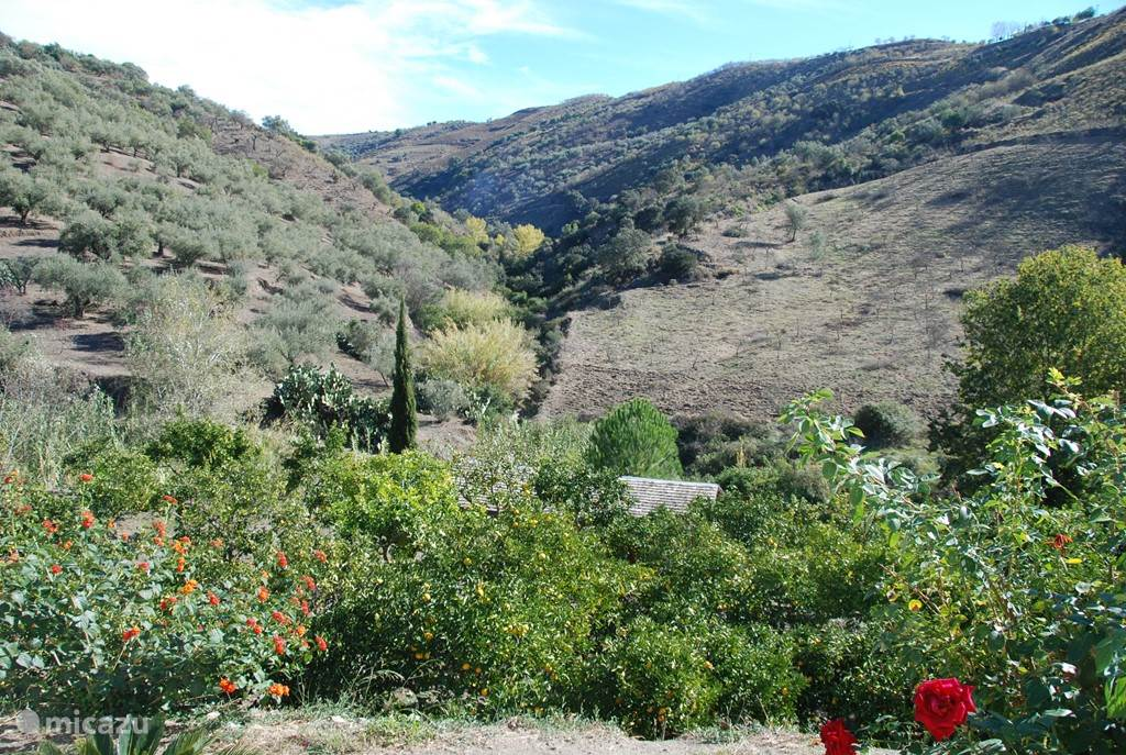 Uitzicht vanaf het huis op de vallei