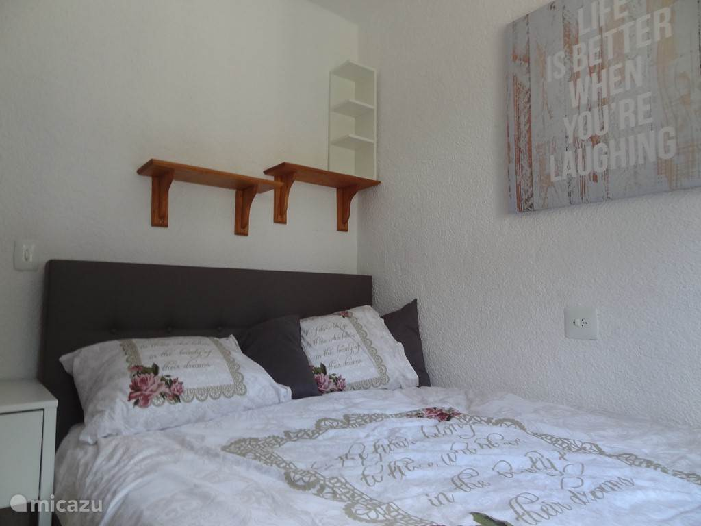 Slaapkamer drie is voorzien van een tweepersoons bed.