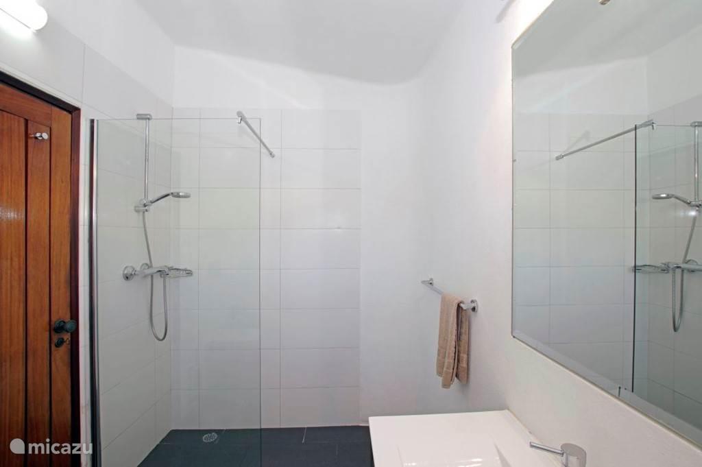 Foto 2 van badkamer 1.