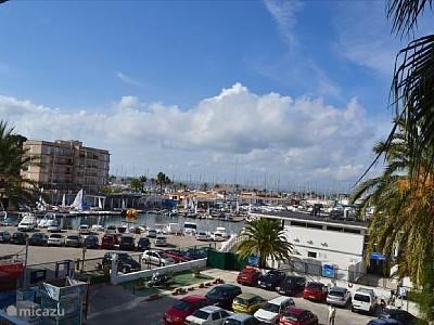 Het uitzicht op de haven.