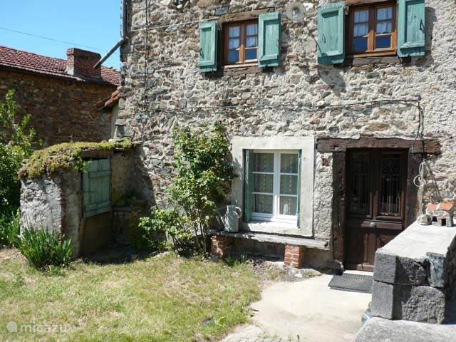 Vacation rental France, Auvergne, Saint-Didier-sur-Doulon  Gîte / Cottage Au Bout Du Monde