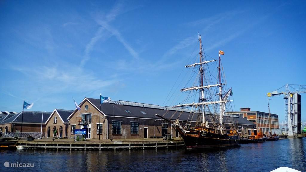 Den Helder is 15 minuten rijden. Vanaf daar kunt u de boot naar Texel nemen.