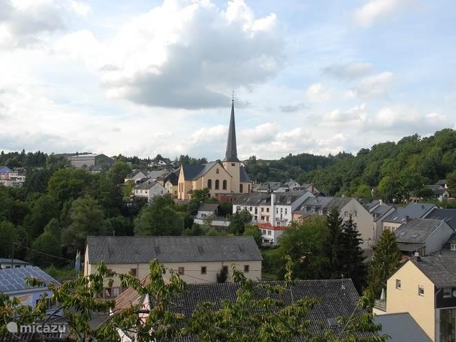 Uitzicht vanuit het huis, op het dorp, de kerk en de omgeving