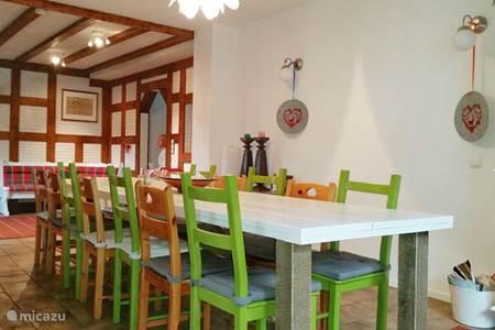 Bungalow vakantiehuis frankenau in frankenau sauerland duitsland huren - Zeer grote eettafel ...