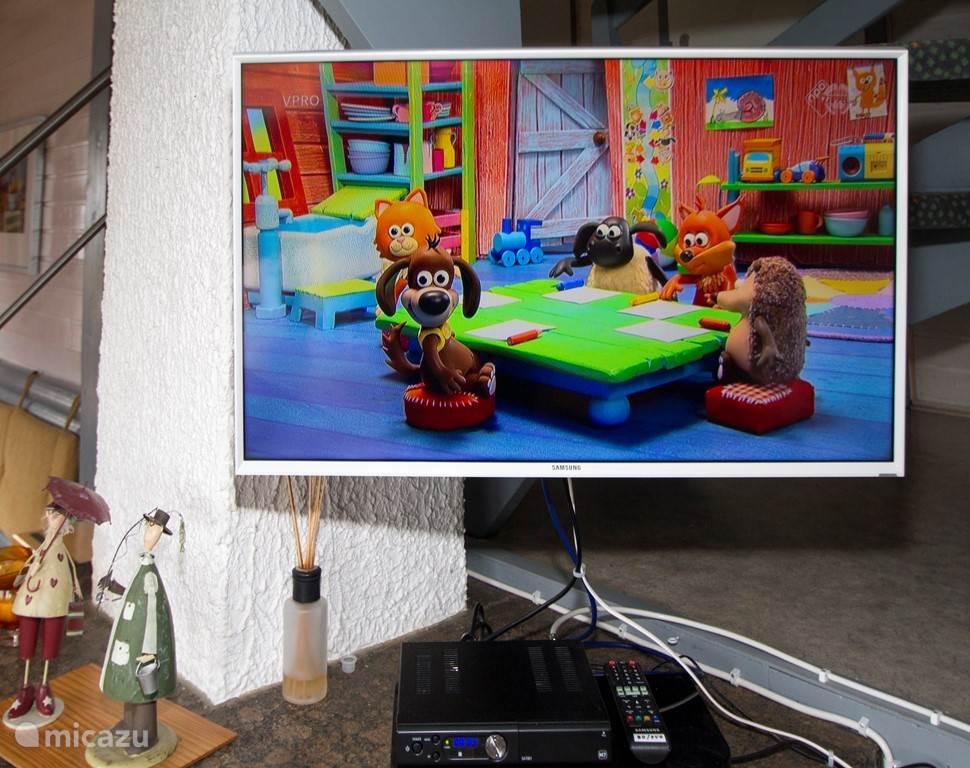 Satellietontvanger CanalDigitaal HD, TV HD 32, CD/DVD/BlueRay aangesloten op TV.