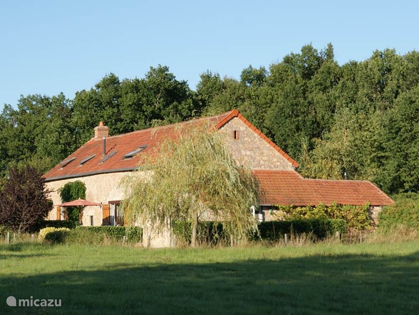 Vacation rental France, Auvergne, Louroux-Bourbonnais farmhouse Le Champ de L'Etang