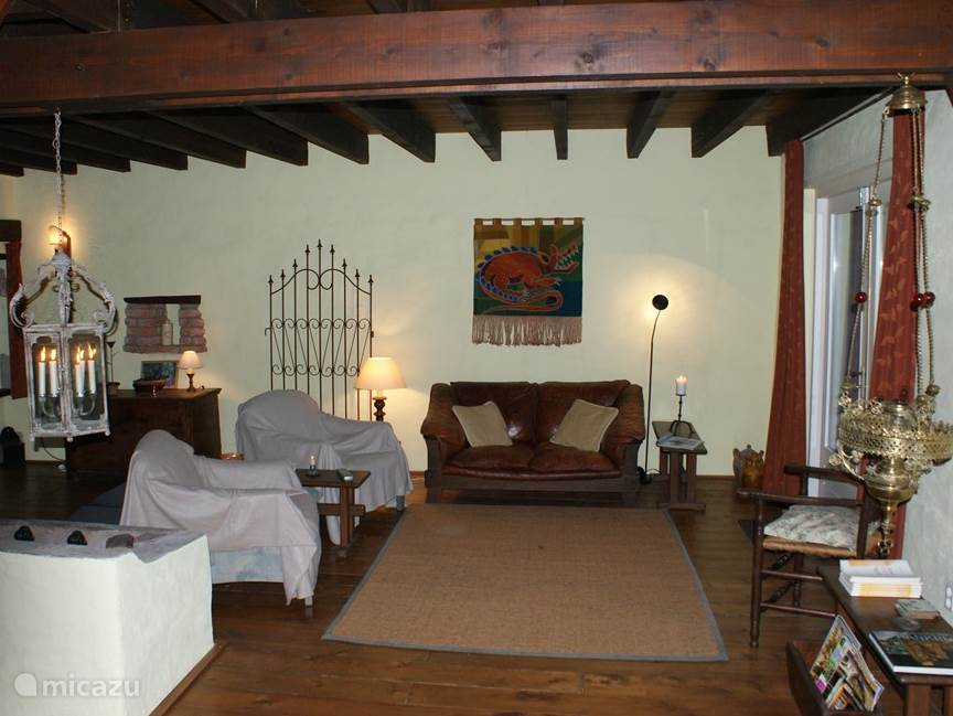 The living room (50 m 2) achieved in the old farmers stables.