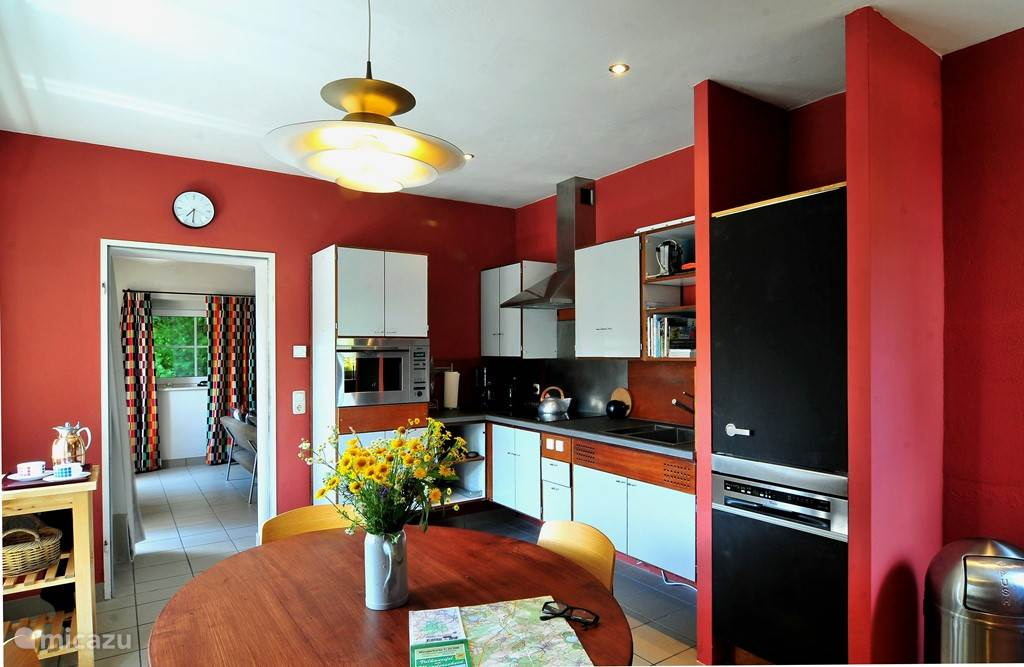 The fifties kitchen design is very complete. A real kitchen.