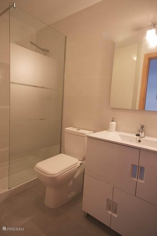 2x douche en toilet