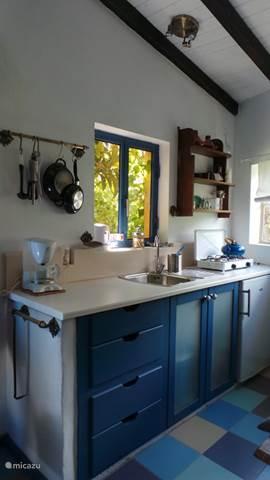 G te cottage vivenda festina lente vakantiehuis in figueiro dos vinhos beiras portugal huren - Ingerichte keuken ...