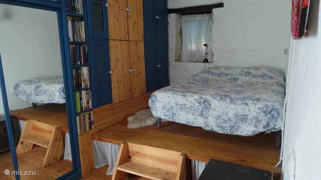 Comfortabele slaapkamer met veel kastruimte