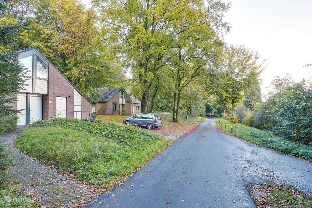 Oude Veenendaalseweg en parkeerplaats