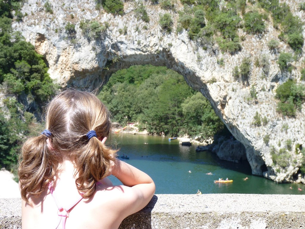 25/8-1/9: Schitterende villa+verw. PRIVE zwembad, zeer grote tuin,4 sl.k.,2 badk., in Vallon Pont d'Arc a.d. rivier Ardèche, 2 tennisbn. Nu € 1395.