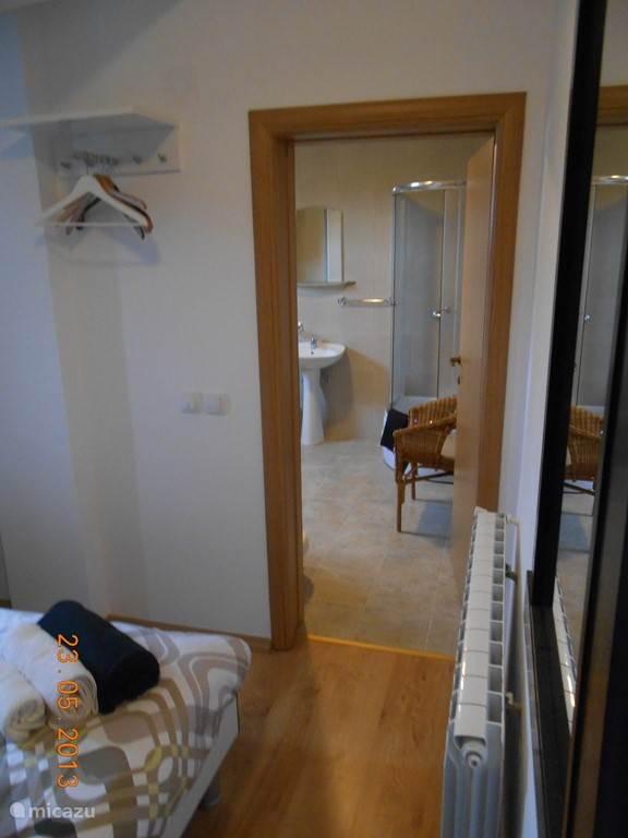 De toegang tot de privé-badkamer1.
