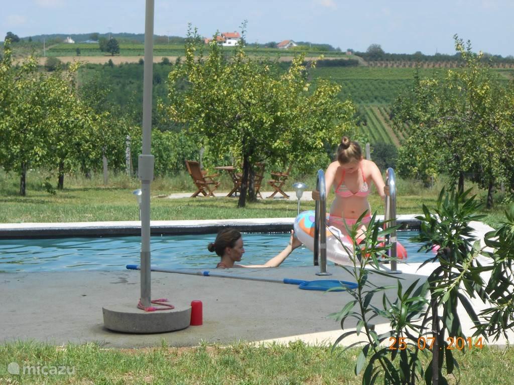 In de zomer is een afkoeling in het zwembad meer dan welkom...