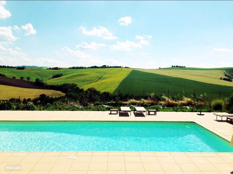 Luxe villa in Le Marche, met groot privé zwembad, is nog slechts 2  weken beschikbaar: van 26-08 t/m 09-09. Nu totaal € 2750, ex. bijkomende kosten.
