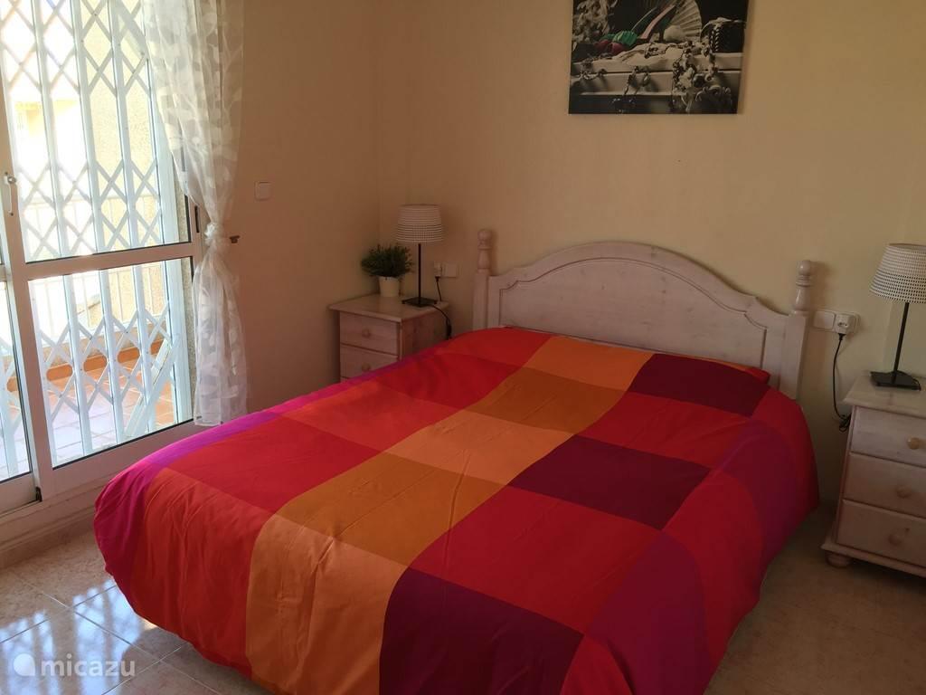 Slaapkamer straat zijde