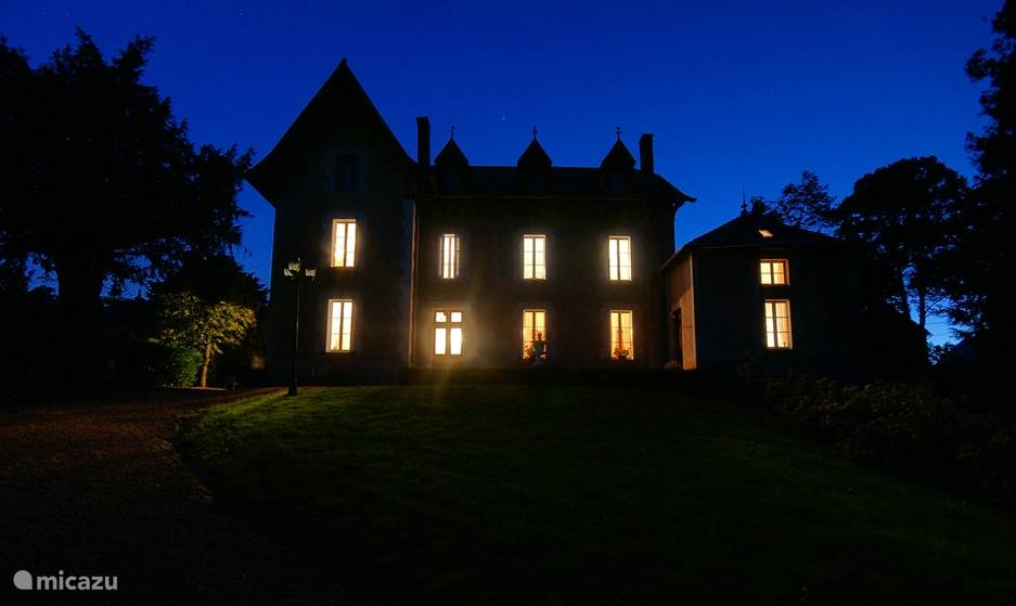 Chateau Arfeuilles at night