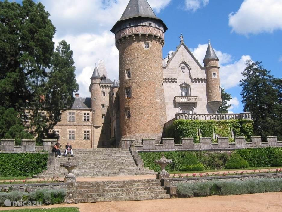 Chateau de Busset (33 km)