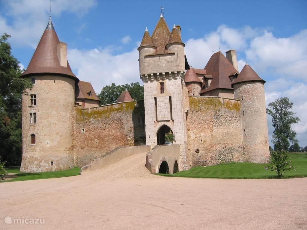 Chateau de Thoury (47 km)