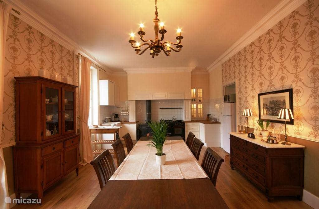 The large kitchen/dining room