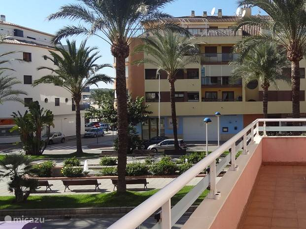Aan een prachtige promenade, midden in het centrum van Moraira, op slechts een straat afstand van het strand ligt Appartement Moraira Centrum.