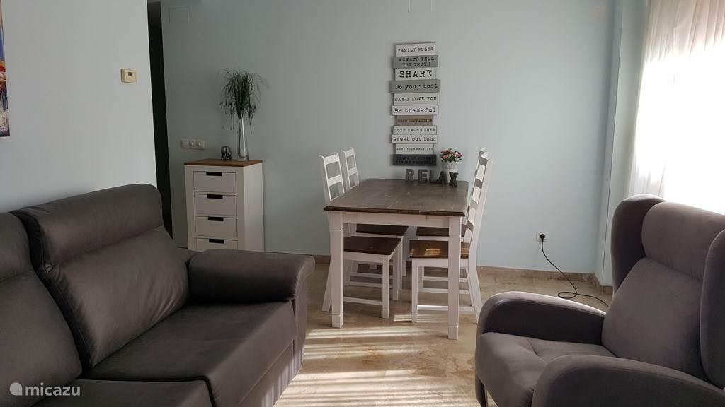 In oktober 2017 van nieuwe meubels voorzien en daardoor meer gezellig en knus.