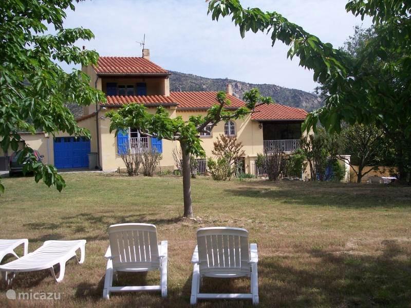 Vakantiehuis Frankrijk, Languedoc-Roussillon, Rodes - vakantiehuis Ruime villa met grote tuin en spa