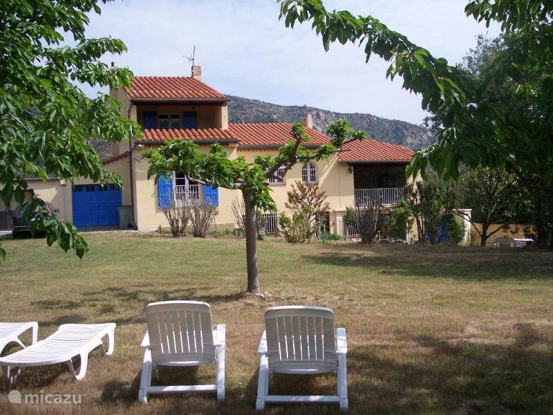 Vakantiehuis Frankrijk, Languedoc-Roussillon, Rodes Vakantiehuis Ruime villa met grote tuin en spa