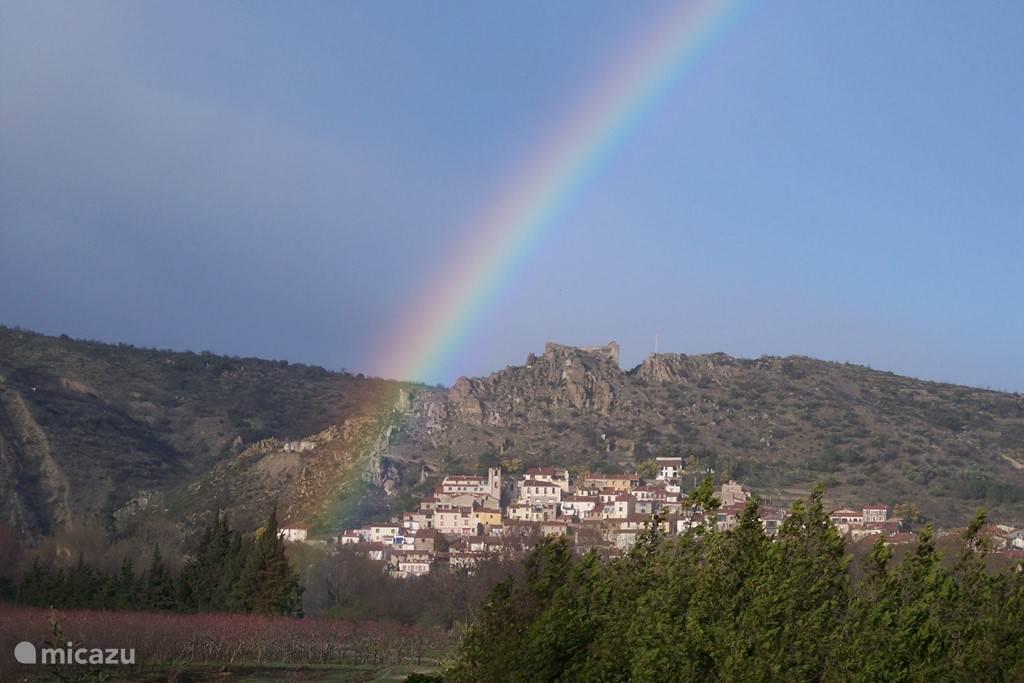 Het dorp Rodès ligt prachtig gelegen