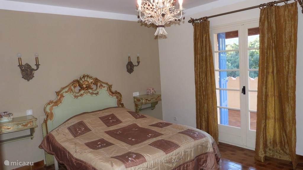 Een van de 2 persoons slaapkamers Linnengoed kan gehuurd worden tegen een betaling van 12€ per bed per verblijf