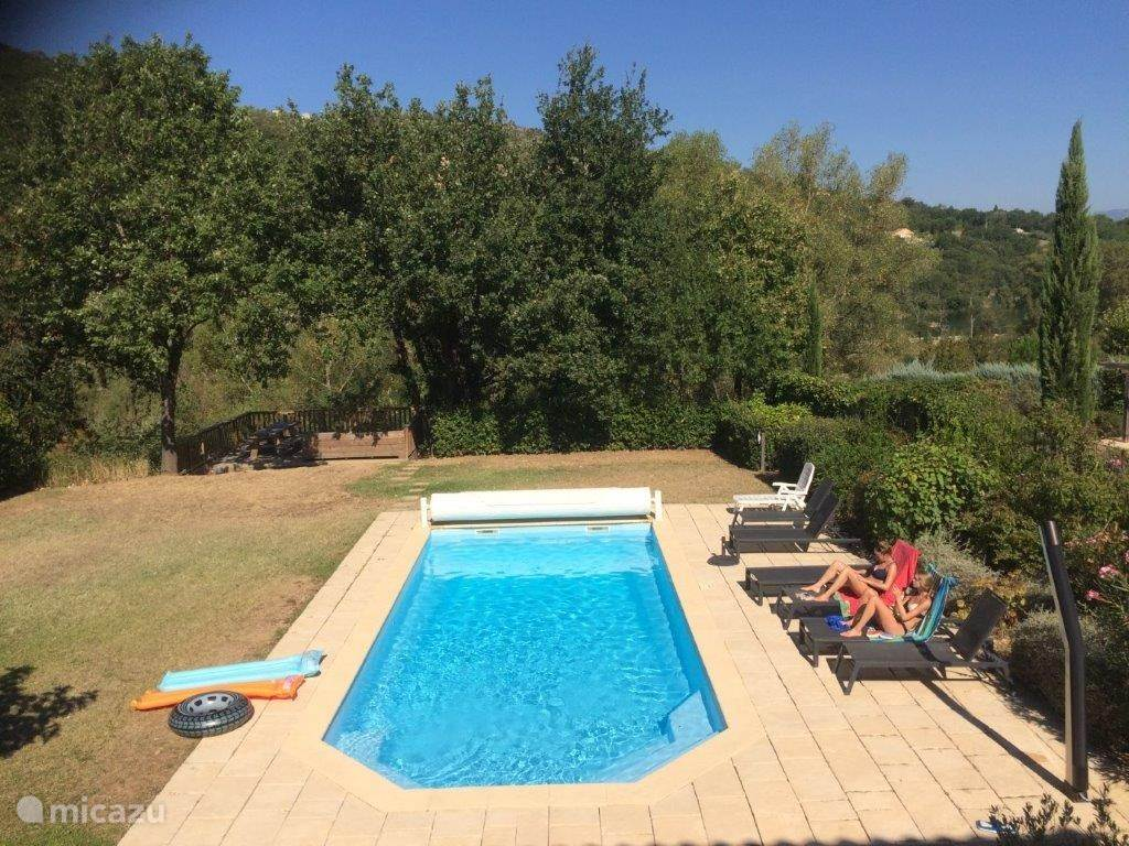 Detached villa with private pool and landscaped garden on large plot of 1500m2.