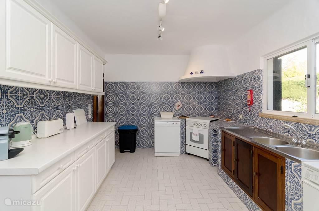 Wasmachine, afwasmachine, oven, toaster, nespressomachine, waterkoker etc etc