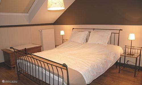 There are 4 spacious bedrooms with double bed and wardrobe. Sleep do you guaranteed after a long walk.