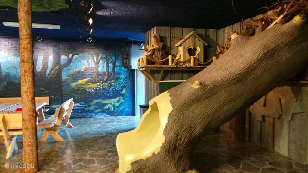 Het speelhuis voor de kinderen