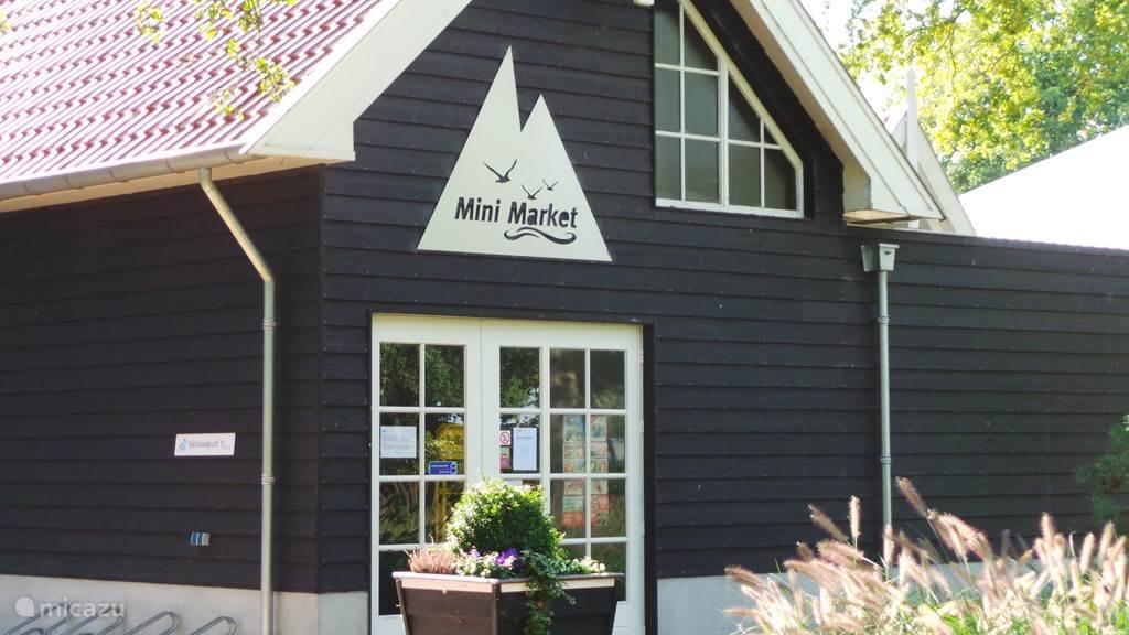 De mini market ( kampwinkeltje)