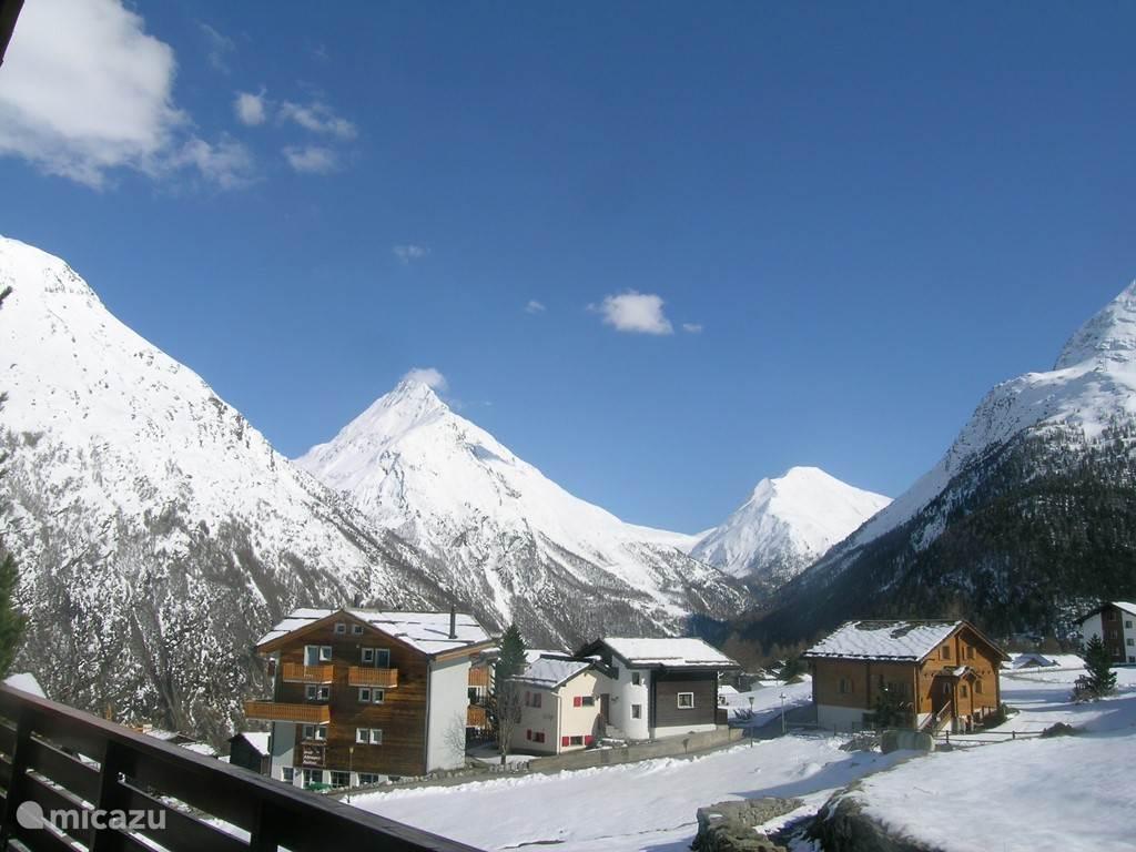 Winter uitzicht vanuit voorkant van de terras