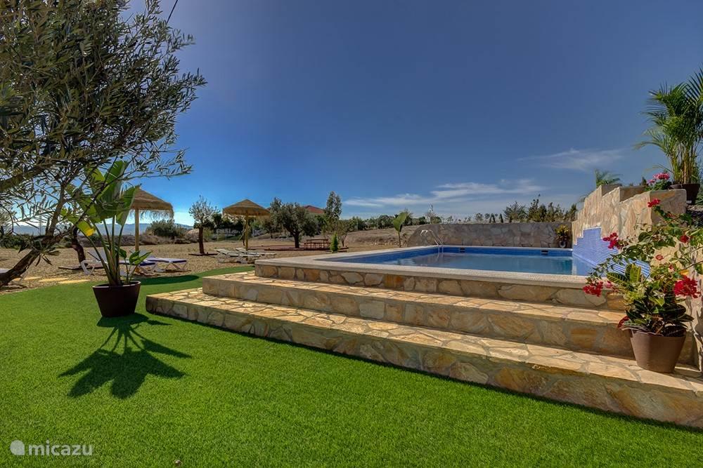 Zwembad (8 x 4 meter) Villa Damara