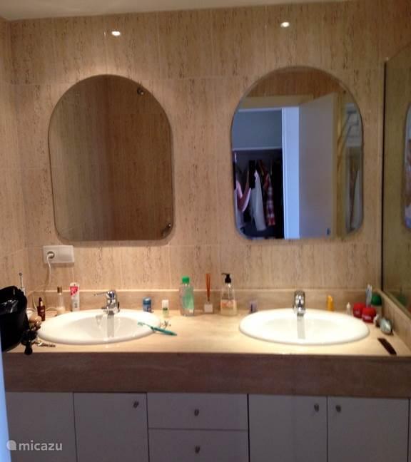 Zelfde badkamer ander aangezicht