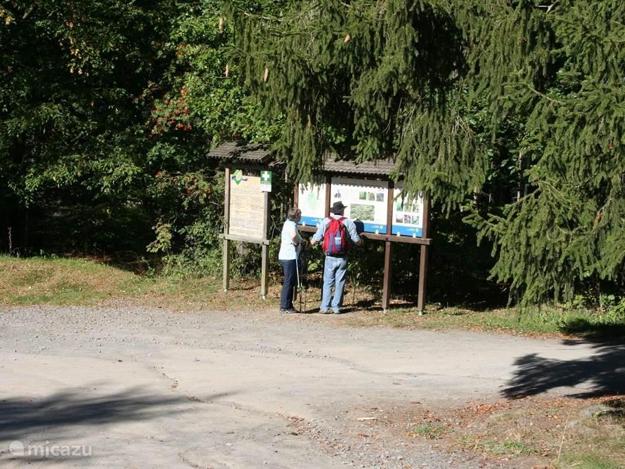 Diverse wandelroutes zijn uitgezet in de omgeving van het huisje.