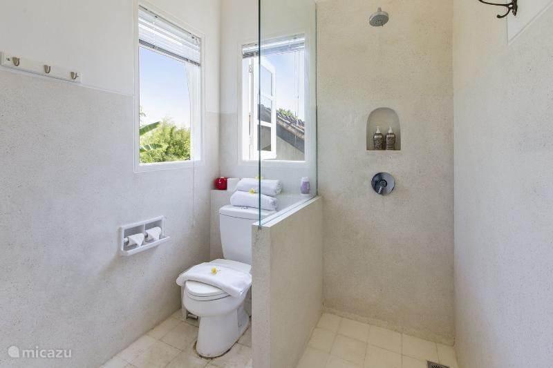 Het toilet van de twin-kamer