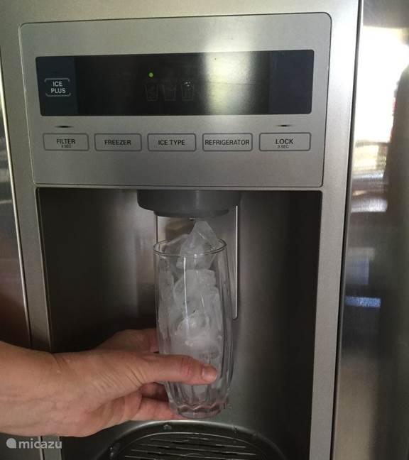 koelkast met ijsmachine