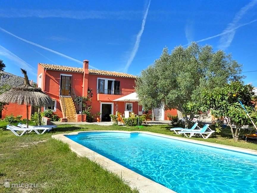 Heerlijk Finca op Mallorca met prive zwembad.  2 badkamers. 4 Slaapkamers, geschikt voor 7 personen.