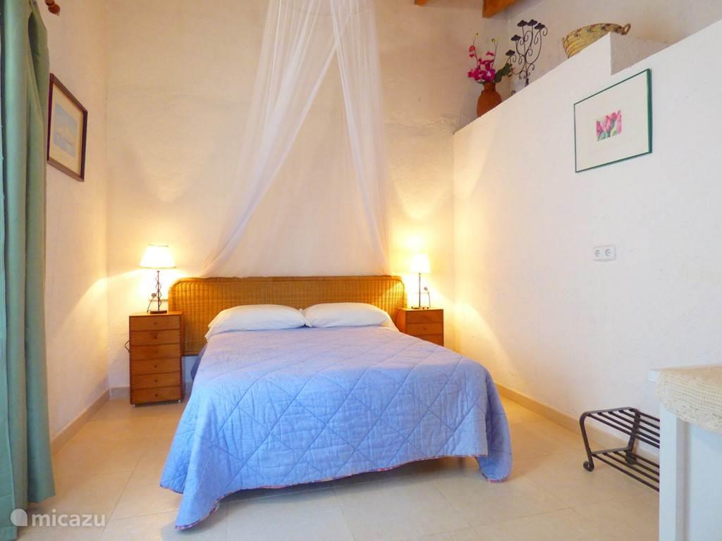 Een van de 4 slaapkamers. 2 badkamers. 4 Slaapkamers, geschikt voor 7 personen.
