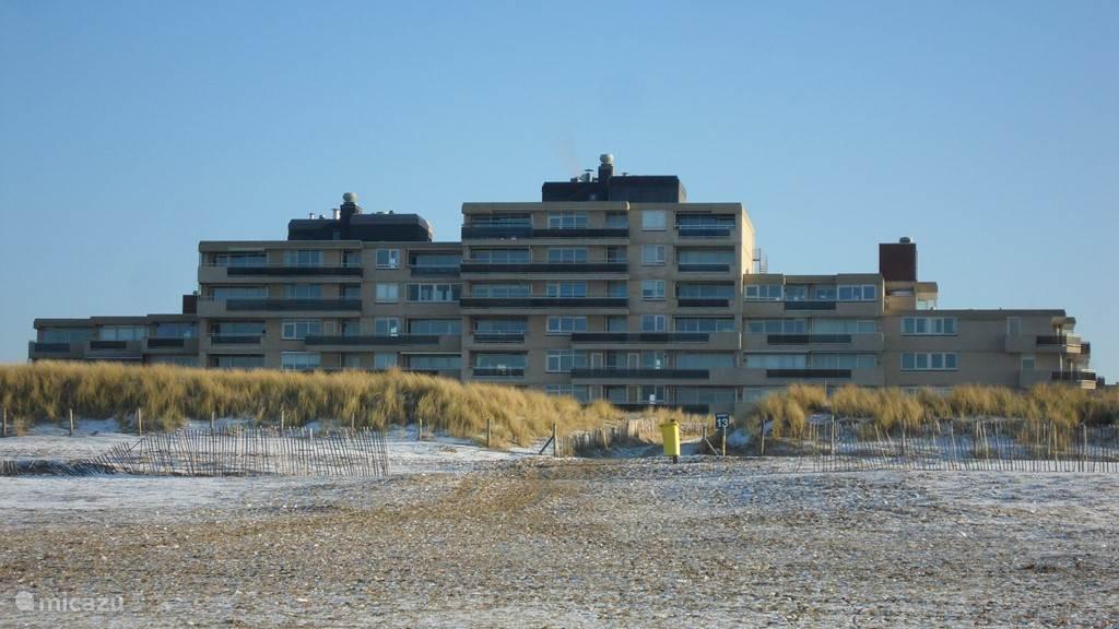 Het appartement Zee Zicht aan het Strand, heeft een pracht uitzicht op de stranden en zee van Noordwijk.