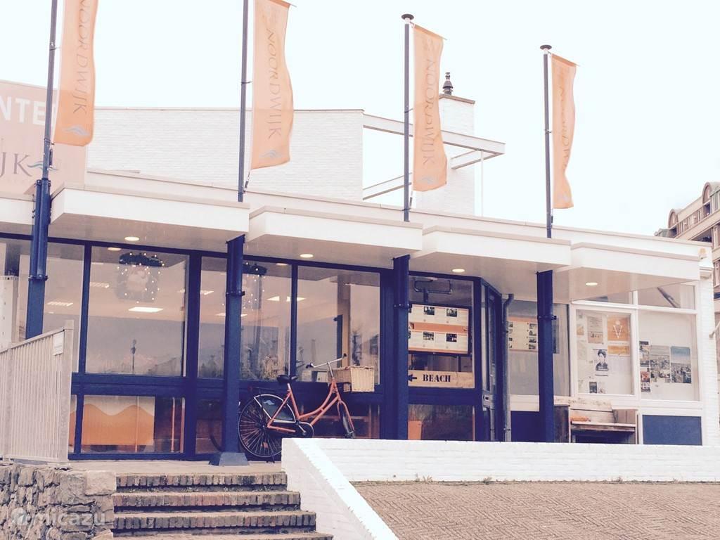 In het Visitor Center kunt u terecht voor al uw vragen over Noordwijk. Zij voorzien u graag van ideeën voor uitstapjes, wandel- en fietsroutes, een plattegrond en nog veel meer.  Visitor Center Noordwijk  De Grent 8 2202 EK Noordwijk  Telefoon: +31 (0)71 - 361 93 21