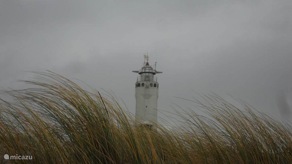 De vuurtoren van Noordwijk, de huidige toren is gebouwd in 1921 als verkenningslicht voor de scheepvaart. Zeker de moeite waard om eens een van dichtbij te aanschouwen.