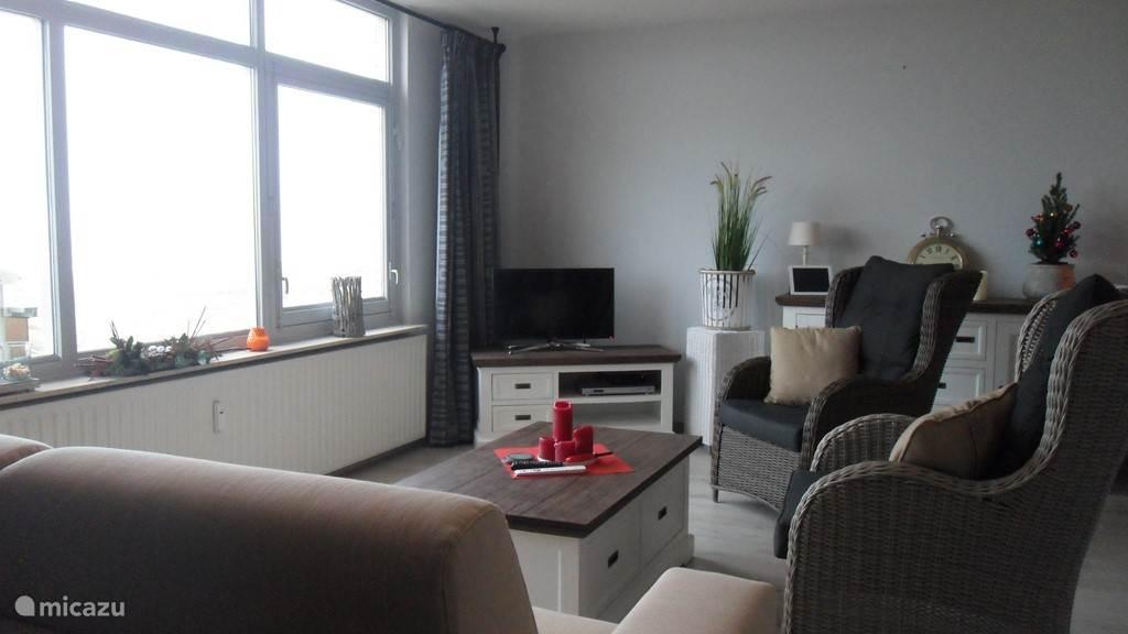 Sfeervol ingericht vakantieappartement aan de stranden van Noordwijk aan Zee. Rustige moderne inrichting met een fantastisch uitzicht op de gezellige boulevard, het strand en de zee.