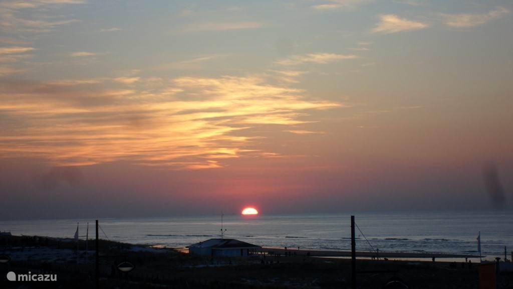 Zeer mooie zonsondergang vanaf het balkon te aanschouwen, schitterende ervaring.