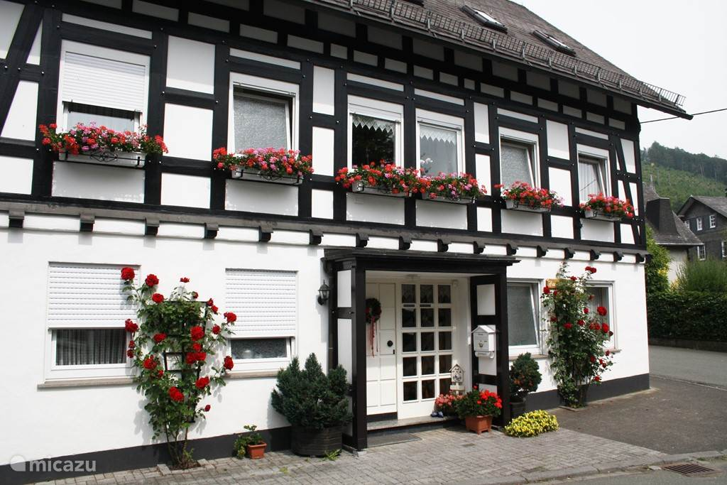 Haus am Medebach has 4 apartment. There are a total of 14 beds ideal starting point for example your family weekends each his privacy and yet under one roof. Prices and photos are for 4 people. apartment you just want that rent several apartments at the same time it may request